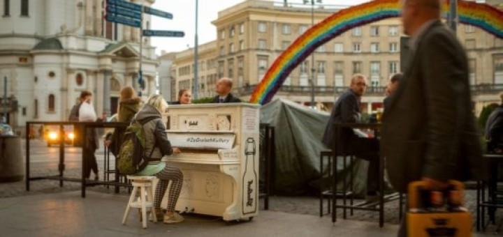 Pianina pojawiły się na warszawskich ulicach