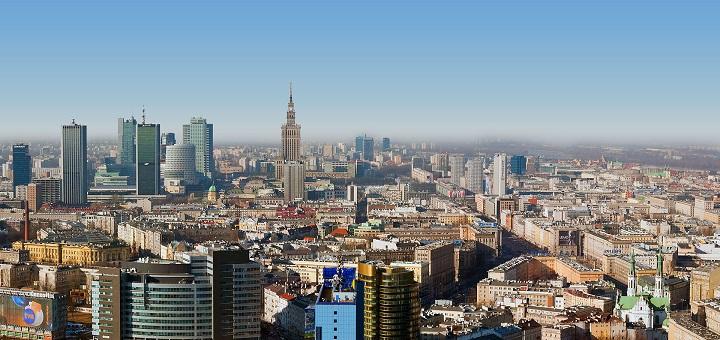 Skąd się bierze zapach spalenizny w Warszawie?