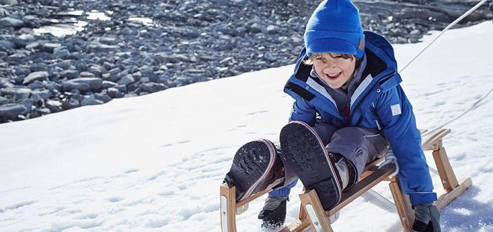 Parkingówka markowej odzieży zimowej dla dzieci