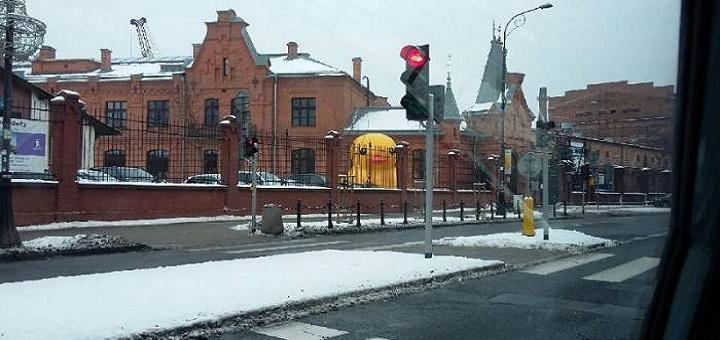 Ogromna żółta kaczka w Warszawie