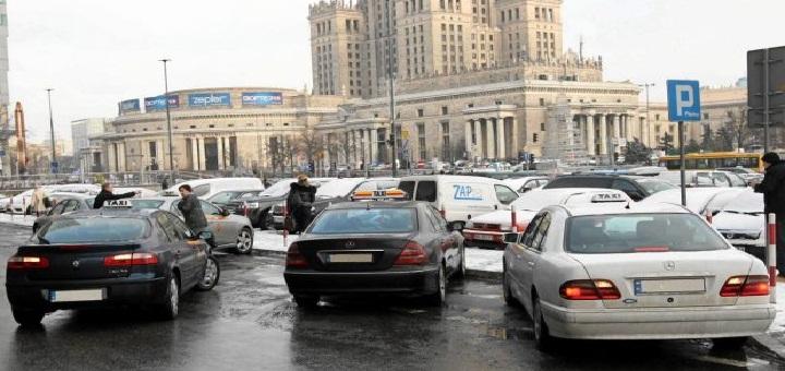 Raport UM: więcej taksówek i więcej kontroli