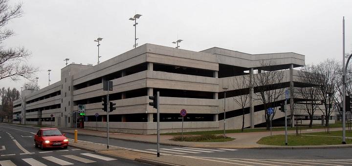 Warszawa chce uwolnić przestrzeń miejską od parkujących pojazdów