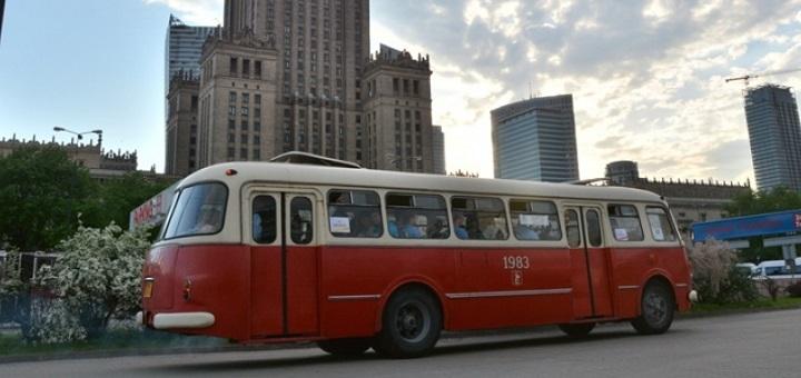 Zabytkowe autobusy kursują całe wakacje